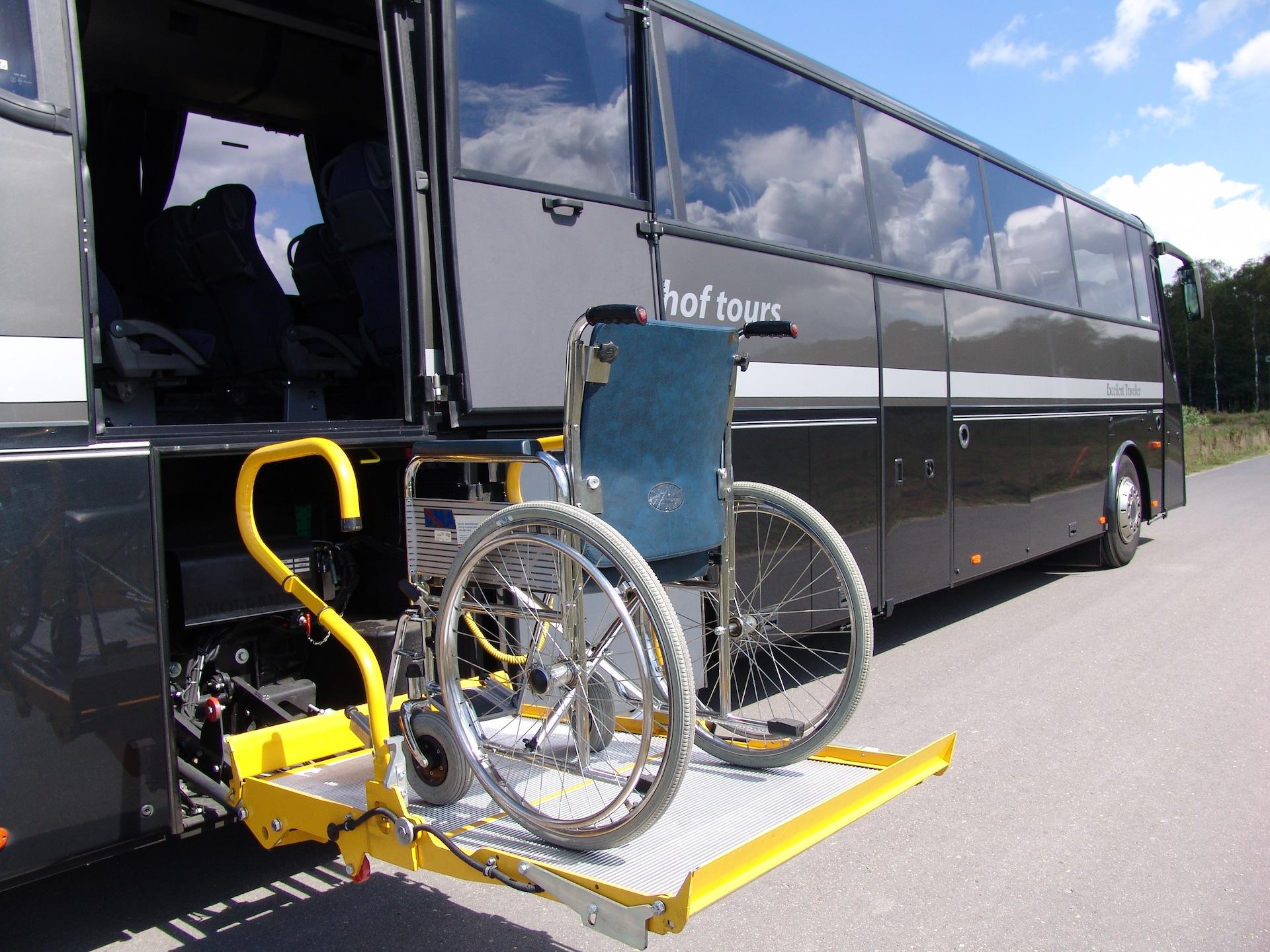 Royal Traveller - touringcar met rolstoelvoorziening VIP 45 personen