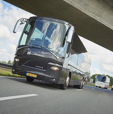 VIP-vervoer en zakelijk vervoer in luxe antraciet-grijze touringcars.